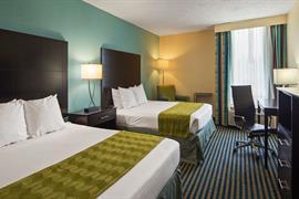 47076_003_Guestroom