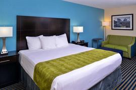 47076_006_Guestroom