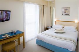 93254_002_Guestroom