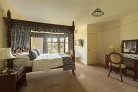 limpley-stoke-hotel-bedrooms-05-83722