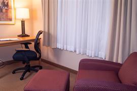 37115_007_Guestroom