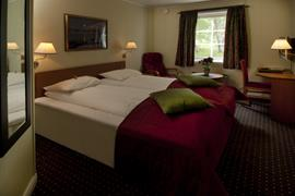 73111_005_Guestroom