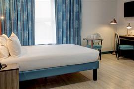 crystal-palace-queens-hotel-bedrooms-01-84225