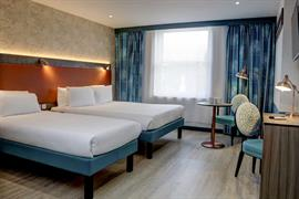 crystal-palace-queens-hotel-bedrooms-04-84225