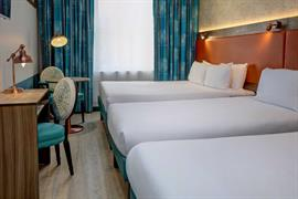 crystal-palace-queens-hotel-bedrooms-07-84225