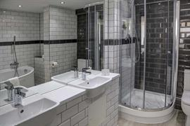 crystal-palace-queens-hotel-bedrooms-14-84225