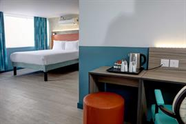 crystal-palace-queens-hotel-bedrooms-16-84225