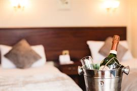 lovat-hotel-bedrooms-04-83542