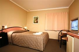 97103_002_Guestroom