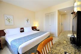 77011_005_Guestroom