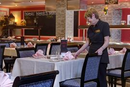 manor-hotel-dining-15-83642