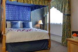 manor-hotel-bedrooms-29-83642