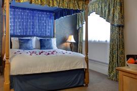 manor-hotel-bedrooms-29-83642