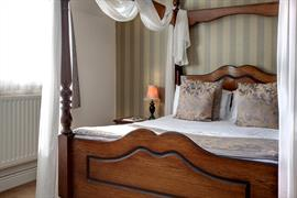 manor-hotel-bedrooms-30-83642