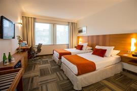 76062_004_Guestroom