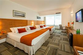 76062_005_Guestroom