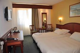 93497_003_Guestroom