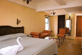 70167_004_Guestroom