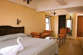 70167_007_Guestroom
