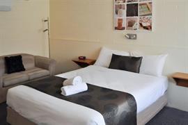 90867_004_Guestroom