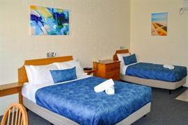 90867_005_Guestroom