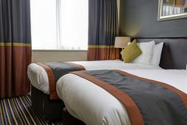 milton-keynes-hotel-bedrooms-04-83989