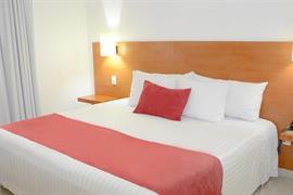 70282_002_Guestroom