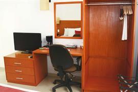 70282_003_Guestroom