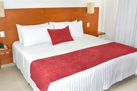 70282_005_Guestroom