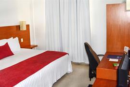 70282_006_Guestroom