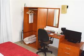 70282_007_Guestroom