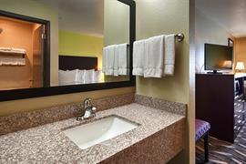 26176_005_Guestroom