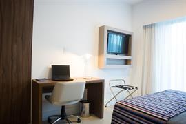 77118_005_Guestroom