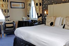 new-holmwood-hotel-bedrooms-17-83365