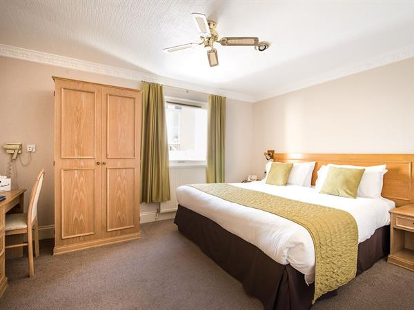 new-holmwood-hotel-bedrooms-31-83365