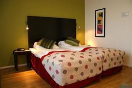 73123_001_Guestroom