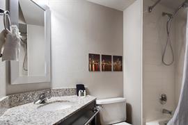 14209_007_Guestroom
