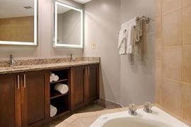 34075_004_Guestroom