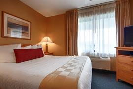 38105_006_Guestroom