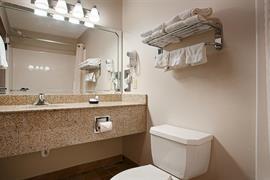 37081_007_Guestroom