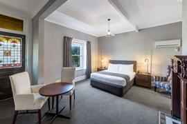 97384_000_Guestroom