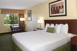 10346_004_Guestroom