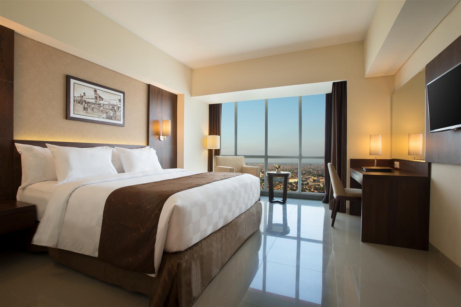 99805 000 Exterior 001 Lobby 002 Guestroom 003 004 005 006 007