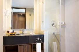 99805_006_Guestroom