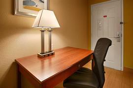 44510_006_Guestroom