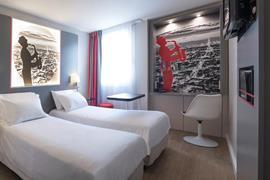 93842_002_Guestroom