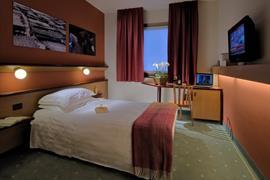 98163_005_Guestroom