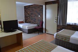 90711_002_Guestroom