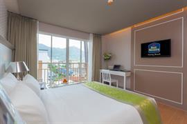 99360_002_Guestroom