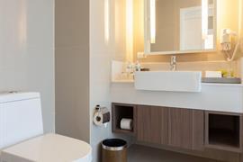 99360_006_Guestroom